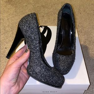 black/gray pumps